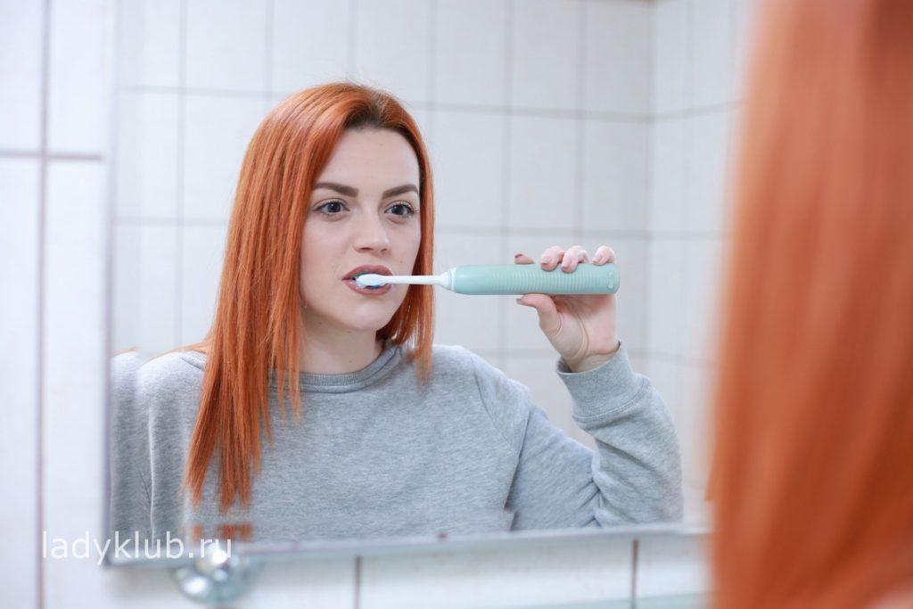 регулярное использование зубной щетки позволяет очистить зубы от налета
